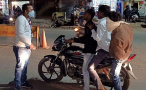 मॉस्क न लगाने वालों पर ठोंका 100-100 रुपये का जुर्माना - कोरोना को लेकर प्रशासन हुआ सख्त, चलाया अभियान
