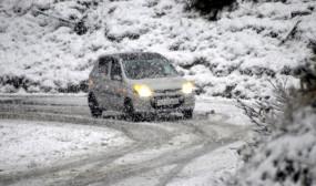 कश्मीर के मैदानी इलाकों में मौसम की पहली बर्फबारी