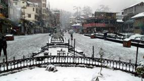मनाली, कुफरी में मौसम की पहली बर्फबारी