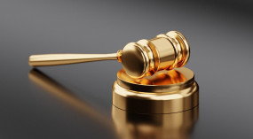 डाकखाने के पूर्व अधिकारी और उनकी पत्नी को भ्रष्टाचार के मामले में जेल की सजा