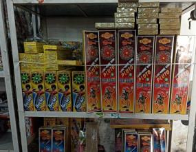 गुरुग्राम : पुलिस ने पटाखे बेचने के आरोप में 4 लोगों को गिरफ्तार किया