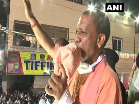 हैदराबाद चुनाव: ओवैसी के गढ़ में गरजे योगी, बोले- हैदराबाद को भाग्यनगर बनाने आया हूं