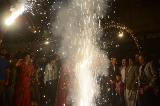 इमरान ने पाकिस्तानी हिंदुओं को दिवाली की शुभकामनाएं दीं