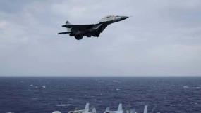 Aircraft Crash: इंडियन नेवी का MiG-29K ट्रेनर एयरक्राफ्ट अरब सागर में गिरा, एक पायलट मिला, दूसरे की तलाश जारी