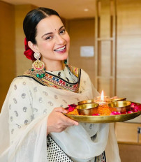 कंगना रनौत ने दिवाली पर देवी का घर में किया स्वागत
