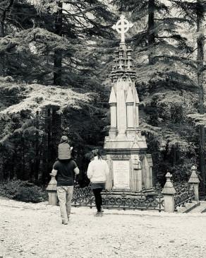 करीना-सैफ इन दिनों सपरिवार घूम रहे धर्मशाला की वादियों में