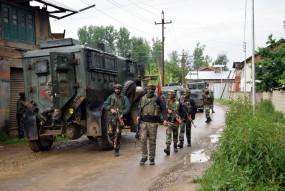कश्मीर : शोपियां मुठभेड़ में 2 आतंकवादी ढेर