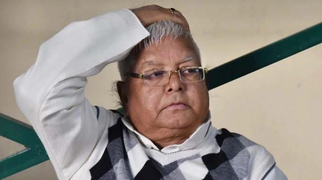 Bihar: RJD सुप्रीमो लालू प्रसाद यादव पर FIR, 114 दिन बाद बंगले से पेइंग वॉर्ड में शिफ्ट