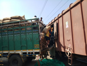 लासलगांव से मुंबई के लिए निकला मक्का, रेलवे को 5 लाख की आवक