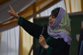 महबूबा मुफ्ती फिर हिरासत में, जम्मू-कश्मीर प्रशासन पर लगाए कई आरोप