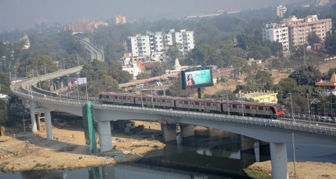 पतंगबाजी के कारण लखनऊ में मेट्रो सेवा में आई रुकावट