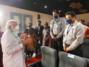पीएम मोदी ने किया कोरोना वैक्सीन बनाने वाले सीरम इंस्टीट्यूट का दौरा
