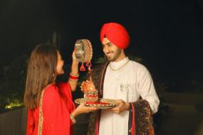 नेहा कक्कड़ ने पति रोहनप्रीत के साथ साझा की पहले करवाचौथ की झलकी