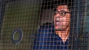 अब तलोजा जेल शिफ्ट किए गए अर्णब गोस्वामी, पत्नी ने कहा - जबरन घसीटते हुए ले गई पुलिस, खतरे में है जान