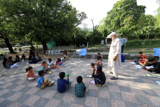 पाकिस्तान के शिक्षा मंत्री विद्यालयों को बंद करने संबंधी ले सकते हैं फैसला