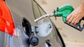 Fuel Price: आज फिर बढ़ा आपकी जेब पर भार, जानें क्या है पेट्रोल- डीजल की कीमत