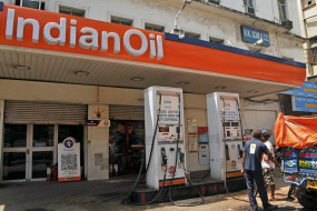 चार दिनों से जारी पेट्रोल, डीजल की महंगाई पर लगा ब्रेक, कच्चे तेल में नरमी