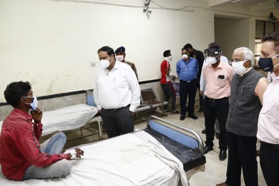 पुलिस ने पेश की मानवता की मिसाल, घायलों को गोद में लेकर पहुंचाया असपताल