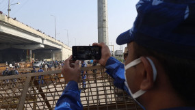 किसानों के प्रदर्शन पर पैनी नजर, आरएएफ जवान मोबाइल फोन कैमरे से कर रहे निगरानी
