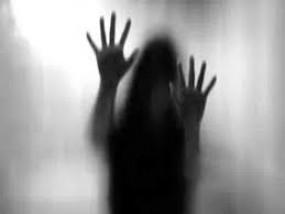 पति-बेटी को जान से मारने की धमकी देकर महिला से दुष्कर्म