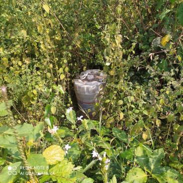 गधेरी के जंगल में छिपाकर रखी थी कच्ची शराब, खमरिया पुलिस ने दी दबिश
