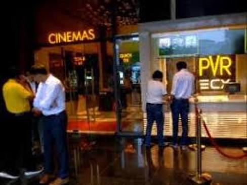 अभी सिनेमा घरों की तरफ रुख नहीं कर रहे दर्शक, फिल्मों का भी है टोटा