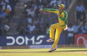 AUS VS IND: भारत के खिलाफ वनडे सेंचुरी की हैट्रिक लगाने वाले चौथे बल्लेबाज बने स्मिथ
