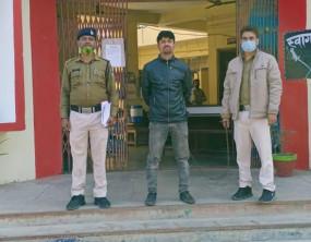 नशीली सिरप की 52 बॉटल सहित तस्कर धराया - आरोपी के पास से 14 हजार रुपए जब्त