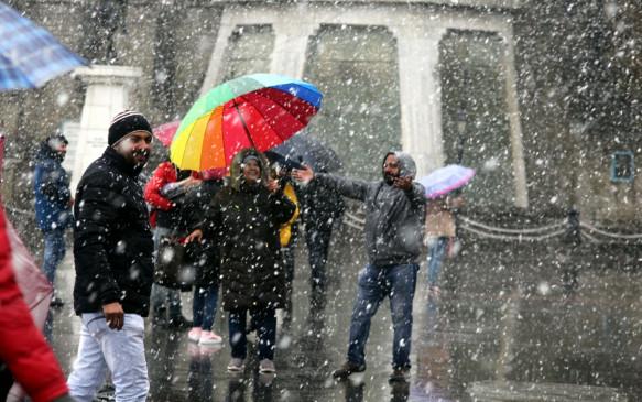 हिमाचल में बारिश, हिमपात के आसार, बढ़ जाएगी ठंड
