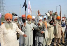 Strike: पंजाब-हरियाणा सीमा पर जुटे सैकड़ों प्रदर्शनकारी किसान, दोनों राज्यों की सीमाओं पर भारी पुलिसबल तैनात