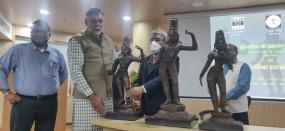 केंद्रीय मंत्री प्रह्लाद ने 1978 में चोरी हुईं मूर्तियां तमिलनाडु प्रशासन को सौंपीं