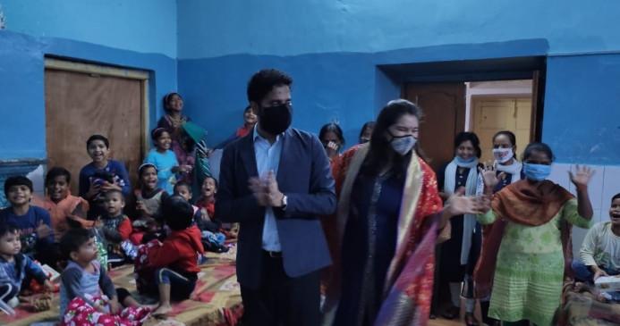 उप्र : आईएएस प्रशांत शर्मा ने अनाथालय के बच्चों की यादगार बना दी दिवाली