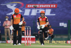 IPL Record: वॉर्नर लगातार 6 आईपीएल सीजन में 500 से ज्यादा रन बनाने वाले पहले बल्लेबाज