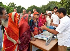 मप्र के कई हिस्सों के मतदान में महिलाओं की भरपूर हिस्सेदारी