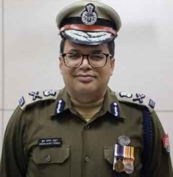 योगी सरकार ने लखनऊ के पुलिस कमिश्नर को हटाया