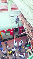 नागपुर रेलवे स्टेशन पर 2 मतिमंद युवकों ने किया आत्महत्या का प्रयास