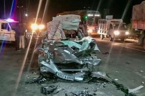 मप्र: जबलपुर-नागपुर हाईवे पर खड़े टैंकर में जा घुसी कार, एक ही परिवार के 5 लोगों की मौत