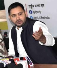 बिहार : बिना अनुमति गांधी मैदान में प्रदर्शन, तेजस्वी सहित कई नेताओं पर मामला दर्ज