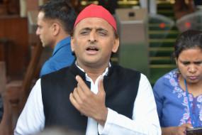 भाजपा सरकार पूंजीपतियों से मिल कर किसानों के खिलाफ रच रही षडयंत्र : अखिलेश