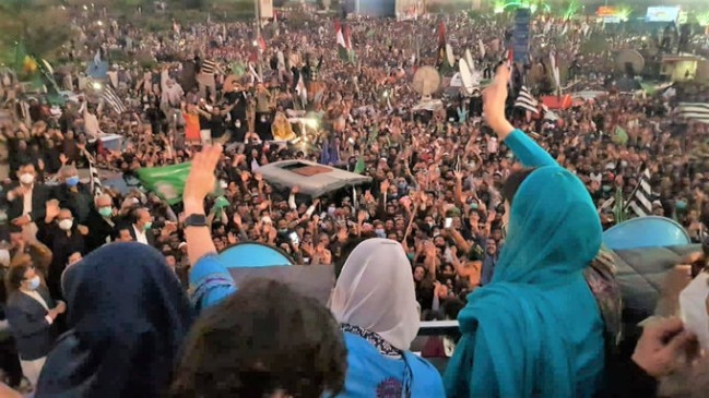 पीडीएम की 5वीं रैली में इमरान खान को सत्ता से बदखल करने का आह्वान