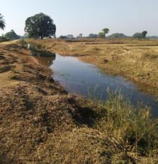 नहर जर्जर - बोनी को लेकर असमंजस में किसान -कोई नहीं ले रहा सुध, रबी की बोनी का निकला जा रहा सीजन