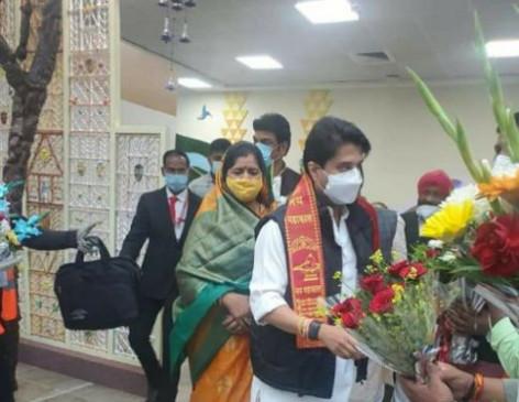 मुख्यमंत्री शिवराज सिंह से मिलने भोपाल पहुंचे भाजपा सांसद ज्योतिरादित्य सिंधिया