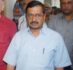 सिंघु बॉर्डर पर किसानों के बीच पहुंचे दिल्ली के मुख्यमंत्री केजरीवाल