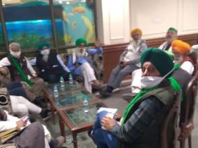 किसान आंदोलन: गृहमंत्री शाह से बैठक नहीं बनी कोई बात, आज किसानों को लिखित प्रस्ताव देगी सरकार, केंद्र से होने वाली मीटिंग टली