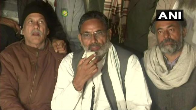 Protest: किसानों ने फिर ठुकराया कानूनों में संशोधन का प्रस्ताव, वापस लेने पर अड़े, सरकार को दी चेतावनी- आग से न खेलें
