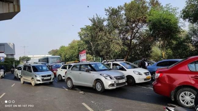 किसानों का विरोध, नोएडा-दिल्ली सीमाओं पर यातायात प्रभावित