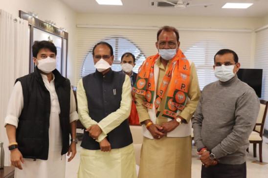 MP: राजा के प्रताप के नाम से मशहूर पूर्व विधायक प्रताप मंडलोई बीजेपी में शामिल, सिंधिया ने दिलाई सदस्यता