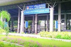 पालकमंत्री राऊत ने विमानतल पर कोविड से बचाव की तैयारी का लिया जायजा