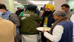 Farmer Protest Inside Story: पाजी.. अकेले-अकेले खा रहे हो? किसानों से हल्के-फुल्के माहौल में चली वार्ता