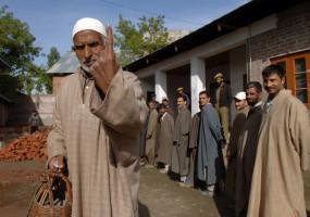 जम्मू-कश्मीर: पंच उपचुनाव के दूसरे चरण में 65 फीसदी मतदान